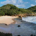 Pantai Depok: Nikmatnya Menyantap Hidangan Laut Segar Hasil Tangkapan Sang Nelayan