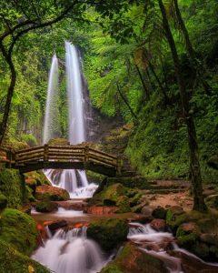 Air Terjun Jumog Bak Kucuran Air Nan Indah Terbelah Dua